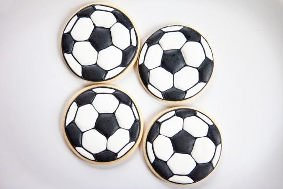 bakedhappy_soccerballcookiesWEB